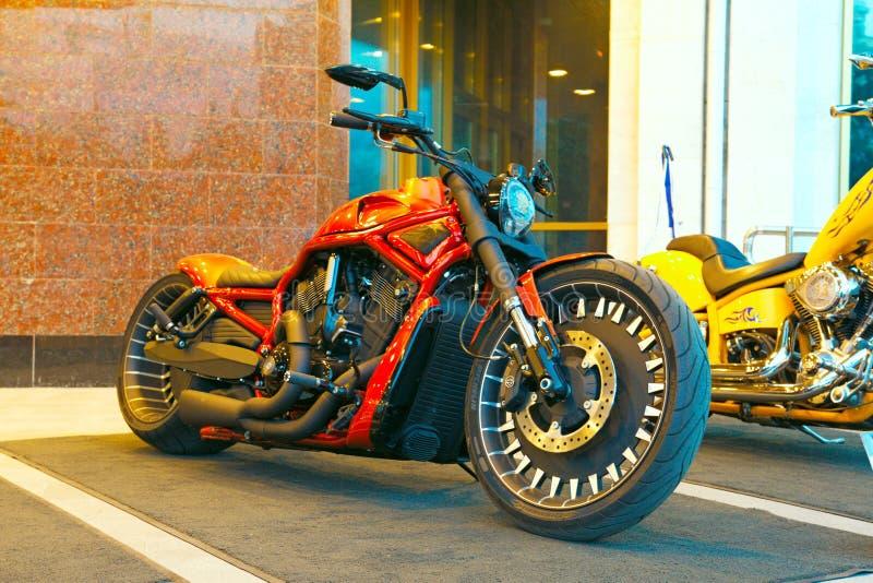 Motocyclette faite sur commande sur le Russe Harley Days, St Petersburg images libres de droits