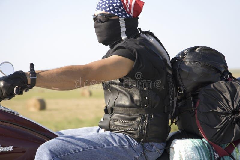Motocycliste avec le bandana d'indicateur américain images libres de droits