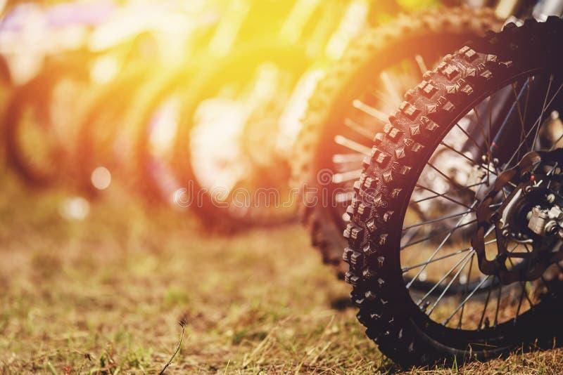 Motocykl dla motocross przez błota fotografia stock