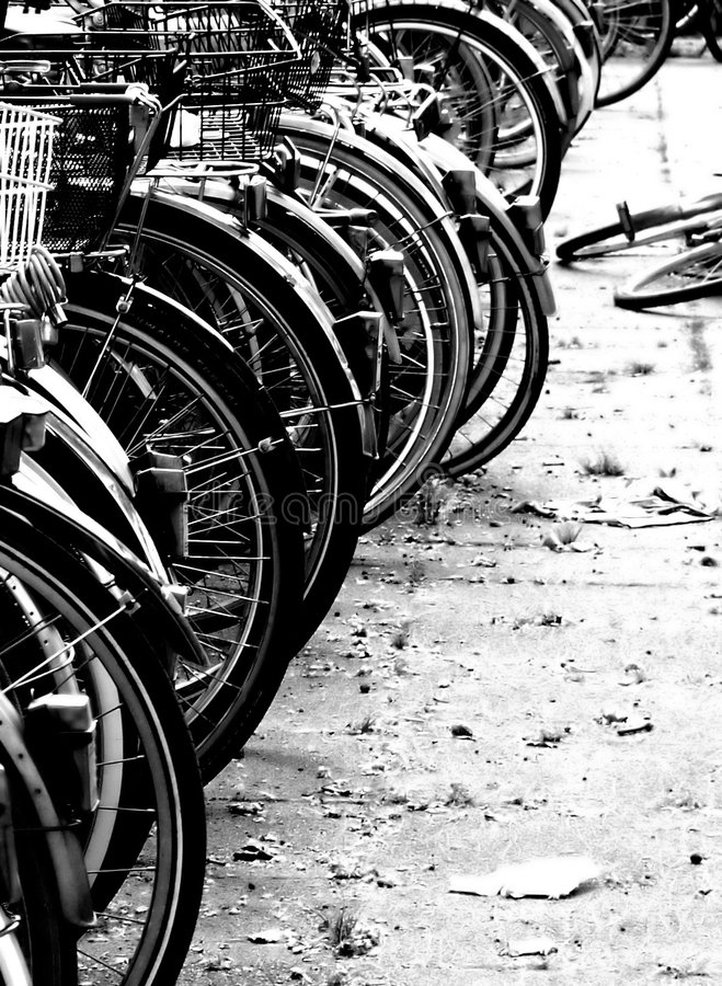 Download Motocykle obraz stock. Obraz złożonej z parking, koła, cielica - 131501