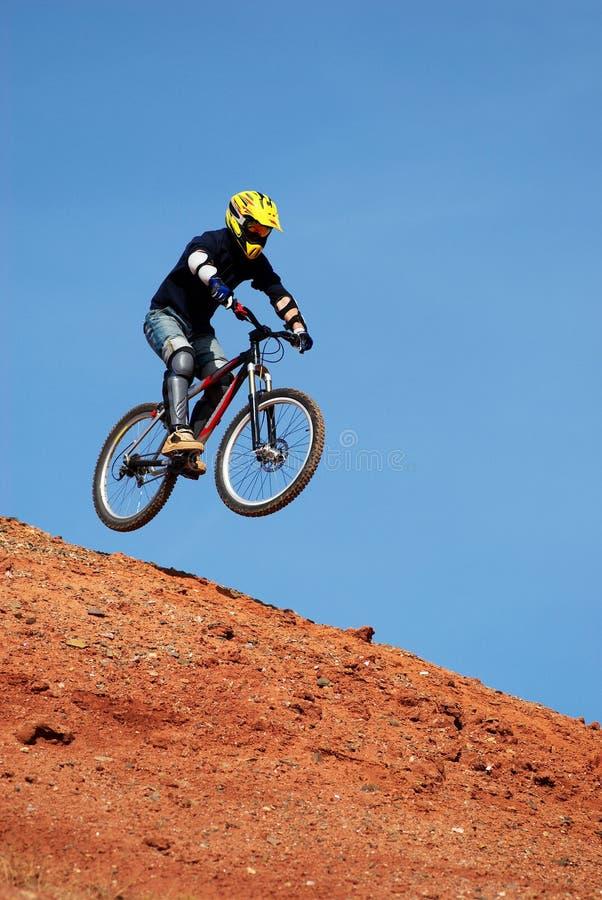 motocyklista muchy góry obraz stock