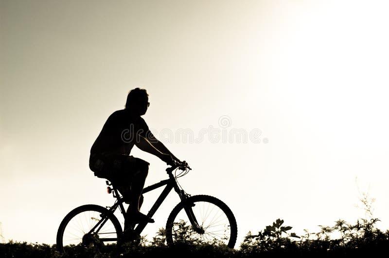 motocyklista sylwetka ilustracji