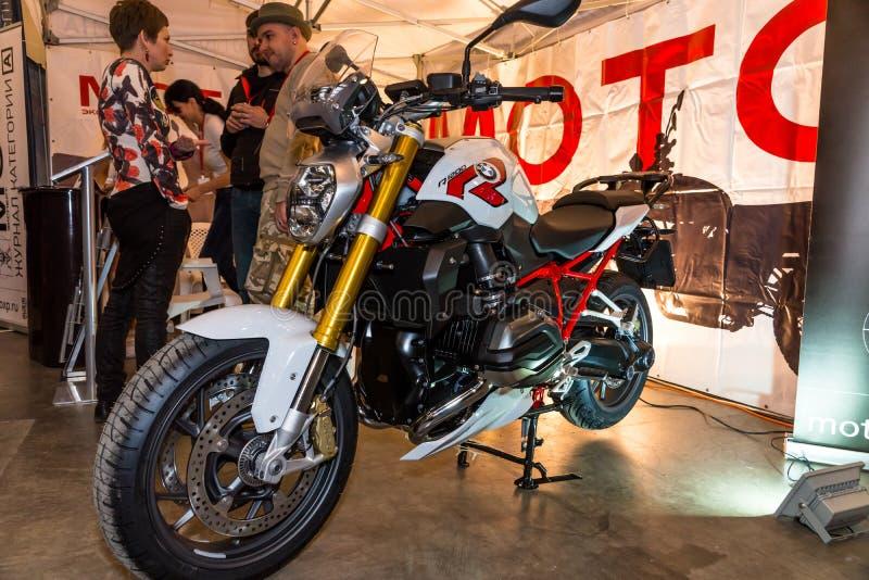 Motopark-2015 (bikePark-2015) De tentoonstellings tribune-tent van het dagboek Motoexpert BMW-Motorfiets royalty-vrije stock foto's