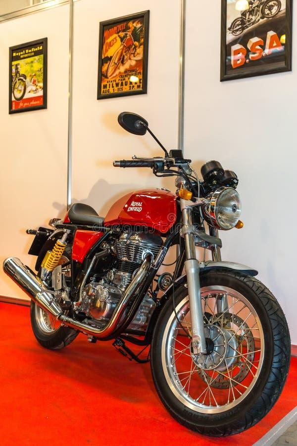Motopark-2015 (BikePark-2015) Il motociclo (bici) Enfield reale immagine stock