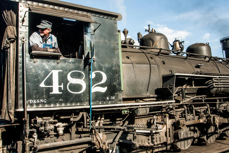 Motor 482 och tekniker arkivbild