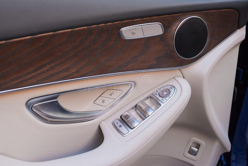 Motor-bil dörr vid närbild Bilinredetaljer royaltyfri fotografi