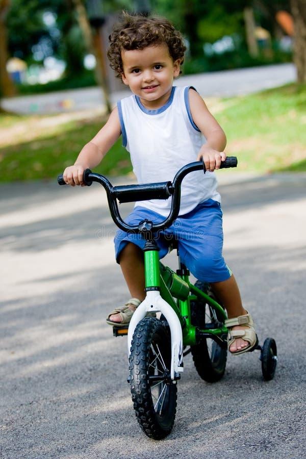 Download Motor chłopcze zdjęcie stock. Obraz złożonej z niemowlak - 5562514