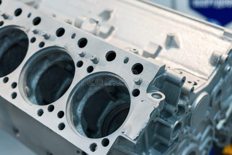 Motor cinzento do bloco de cilindro do metal A peça básica motor a combustão interna fotografia de stock