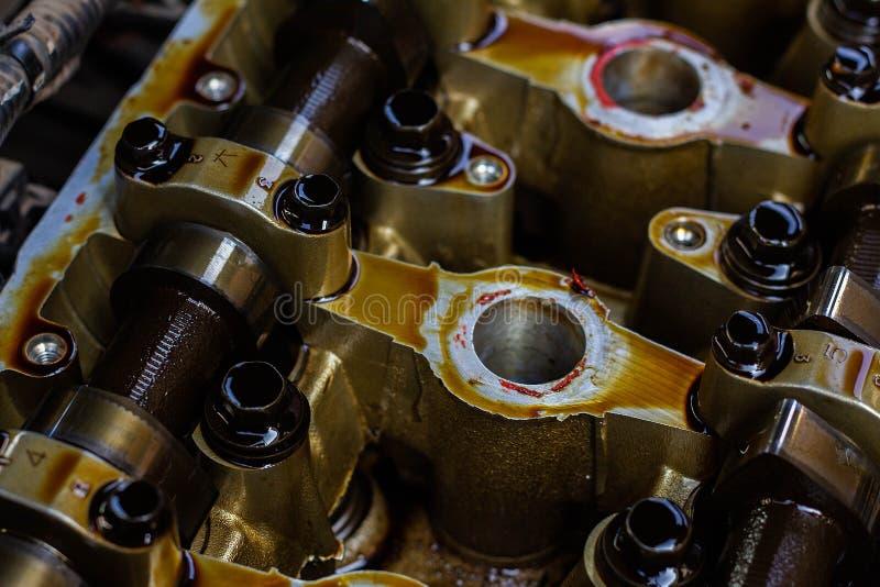 Motor a combustão interna desmontado, close-up da cabeça de unidade imagem de stock