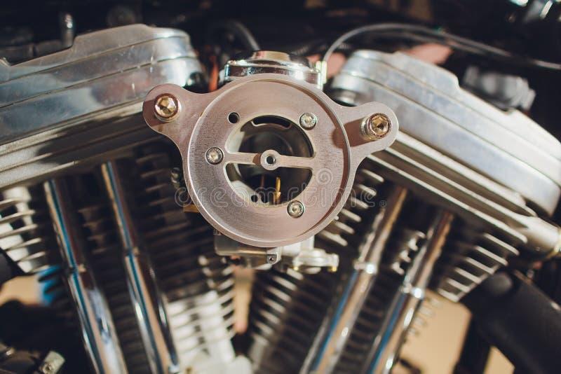 Motor da motocicleta, fundo metálico com tubulações de exaustão fotografia de stock