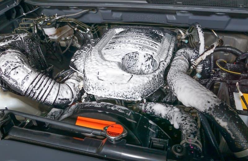 Motor de automóveis da limpeza fotografia de stock royalty free