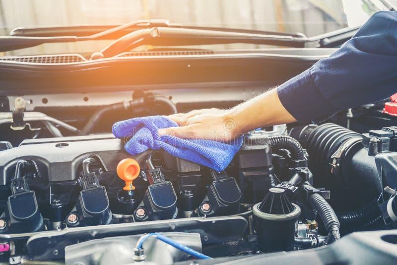 Motor de automóveis de detalhe da limpeza da série do carro imagem de stock royalty free