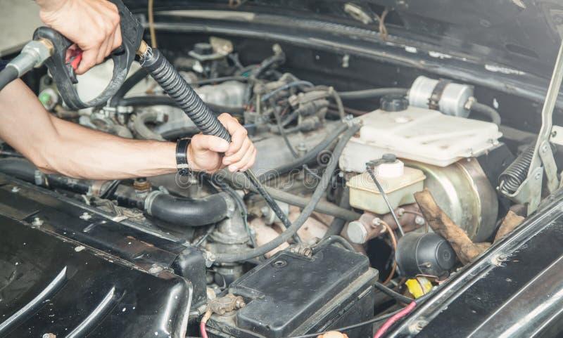 Motor de autom?veis da limpeza Manuten??o de detalhe do carro imagem de stock royalty free