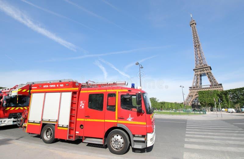 Motor de bomberos París Francia imagenes de archivo