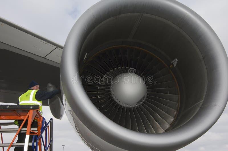 Motor de jet que es mantenido fotografía de archivo