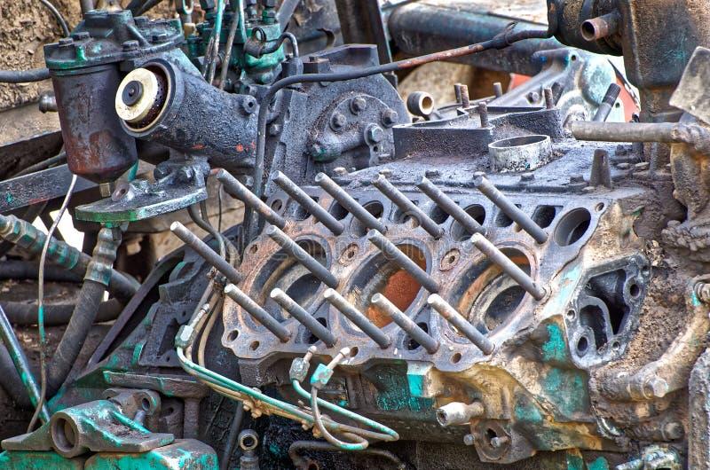 Motor de tractor viejo con culata quitada foto de archivo libre de regalías