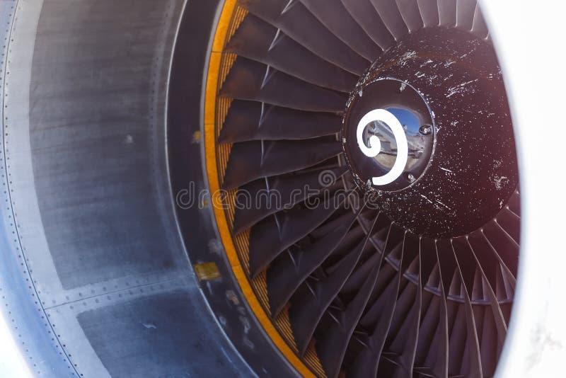 Motor de turborreactor del avión, cierre encima de la turbina imágenes de archivo libres de regalías