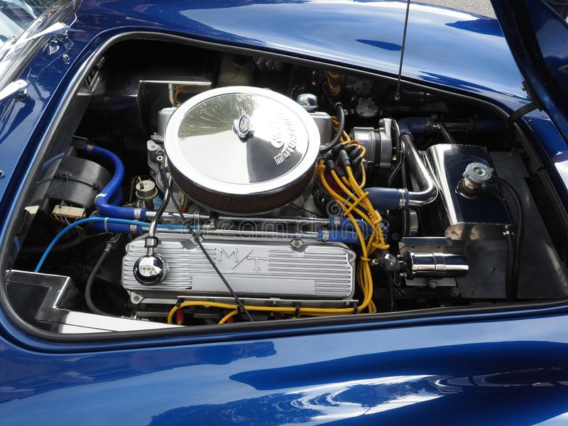 Motor de V8 em um carro de esportes da réplica da C.A. Shelby Cobra imagens de stock