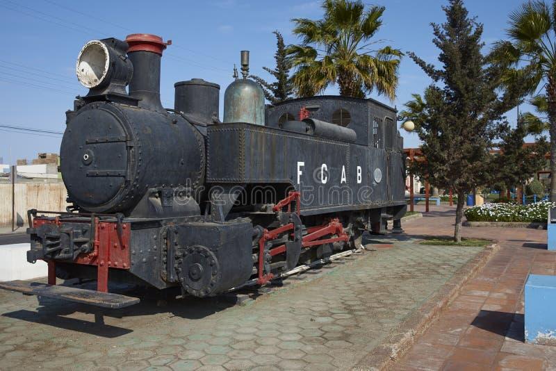 Motor de vapor histórico na cidade litoral de Mejillones, o Chile fotos de stock