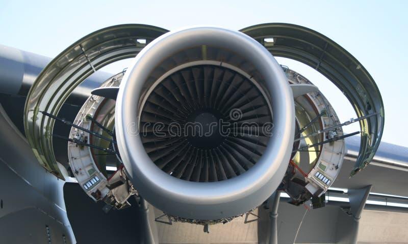 Motor der Militärflugzeug-C-17 stockbilder