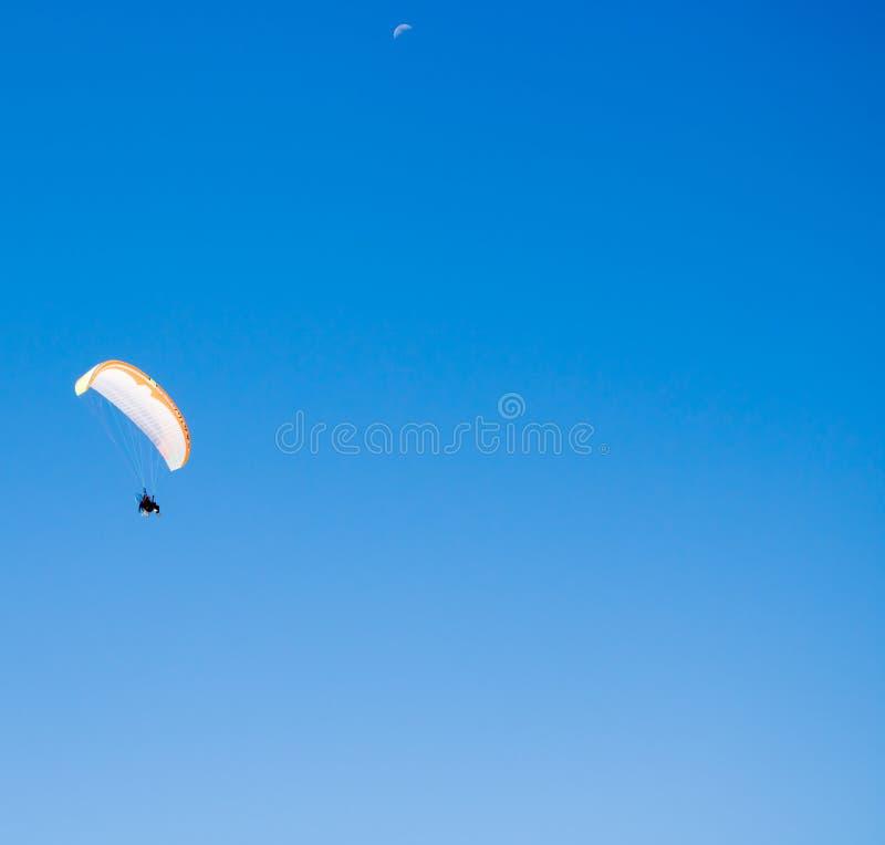 Motor do poder no céu azul fotos de stock