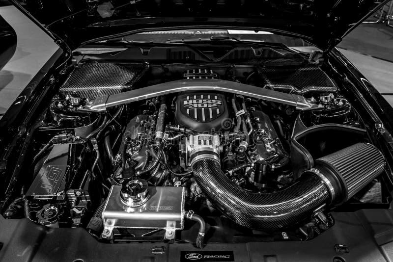 Motor do ` U do guerreiro do ` de Ford Mustang GT S Edição especial do exército, 2014 Close-up fotografia de stock