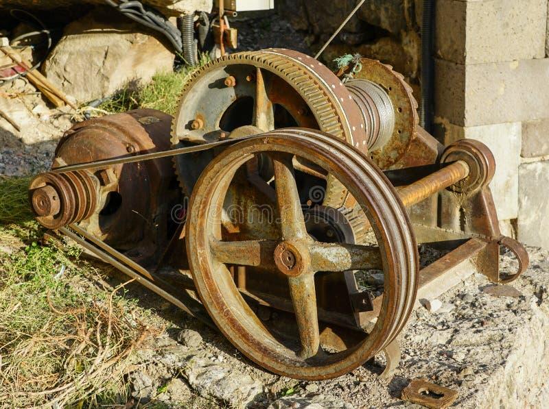 Motor elétrico com a engrenagem da movimentação da correia para o fio de aço de enrolamento fotos de stock