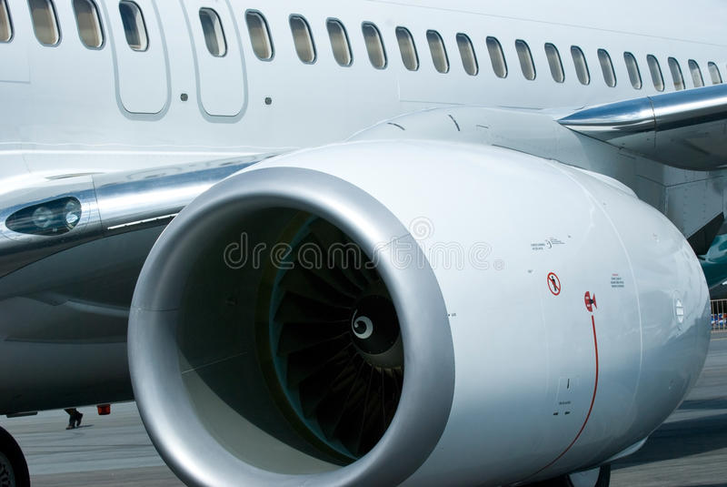 Motor en vensters van vliegtuig stock afbeelding