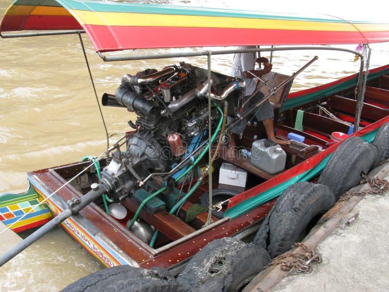 motor externo de la cola larga en el barco chino imagen de archivo libre de regalías