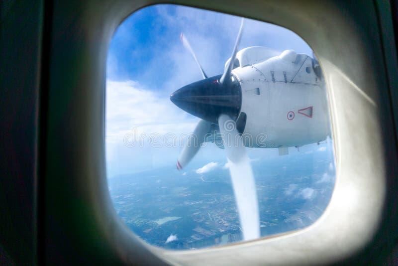 Motor och turboladdarepropeller av flygplan för DO-228 Dornior över himlen fotografering för bildbyråer