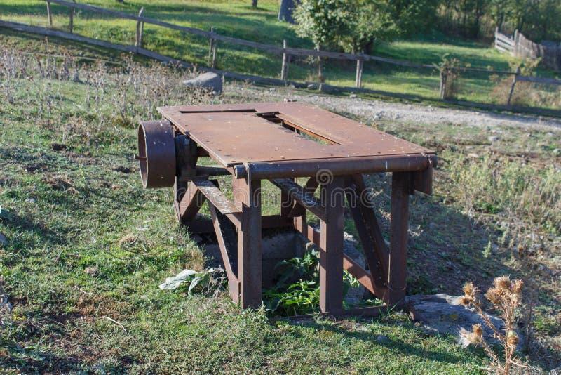 Motor oxidado do metal velho Fundo velho da indústria do mecanismo no imagens de stock