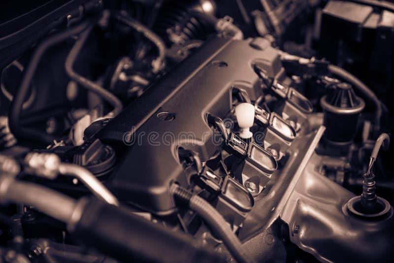 Motor poderoso de um carro O projeto interno do motor com arde imagens de stock royalty free