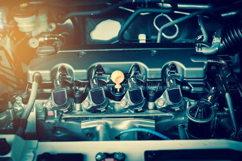 Motor poderoso de um carro O projeto interno do motor com arde foto de stock