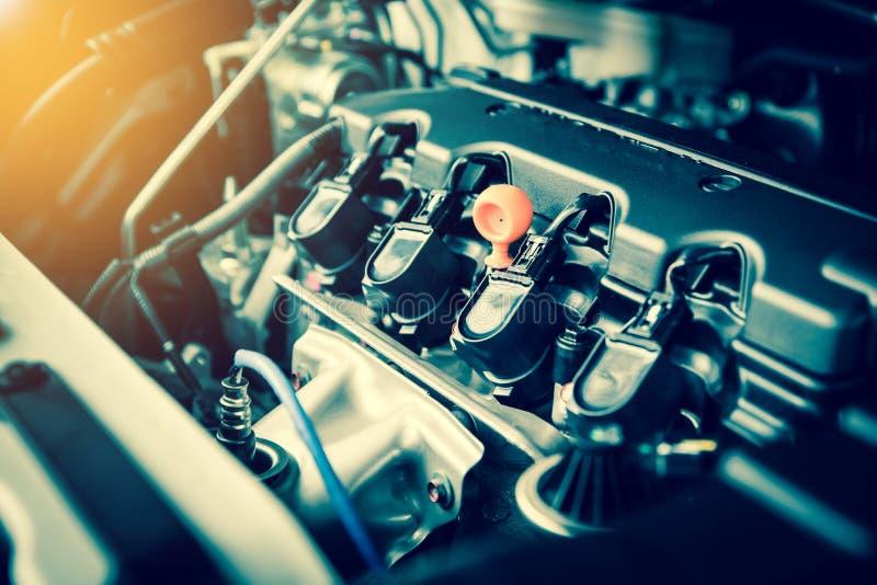 Motor poderoso de um carro O projeto interno do motor com arde imagem de stock royalty free