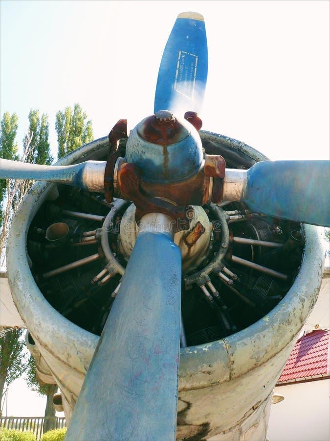 motor retro viejo del aeroplano del vintage en el museo imagen de archivo