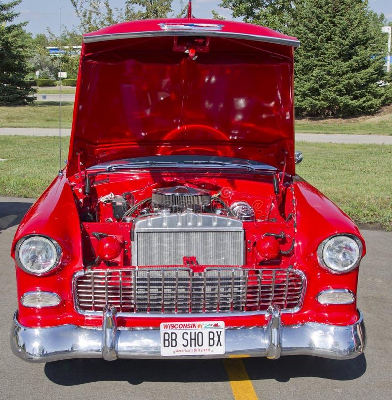 Motor rojo y del blanco 1957 de Chevy Bel Air fotos de archivo