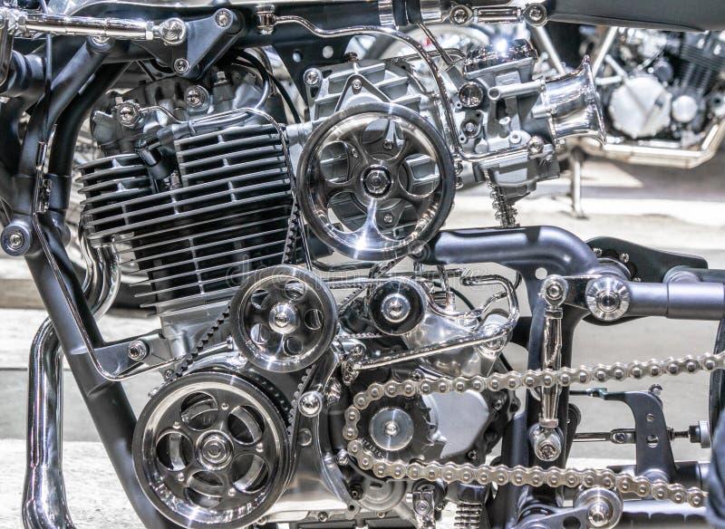 Motor van een auto, concept moderne voertuigmotor met metaal, chroom, plastic delen, zware industrie royalty-vrije stock fotografie