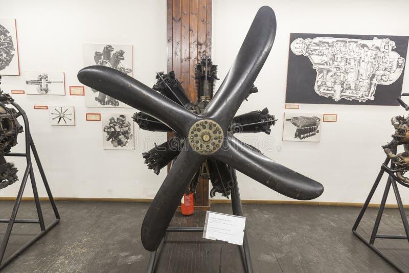 Motor viejo del aeroplano en Nikola Tesla Technical Museum en Zagreb, Croacia imagenes de archivo
