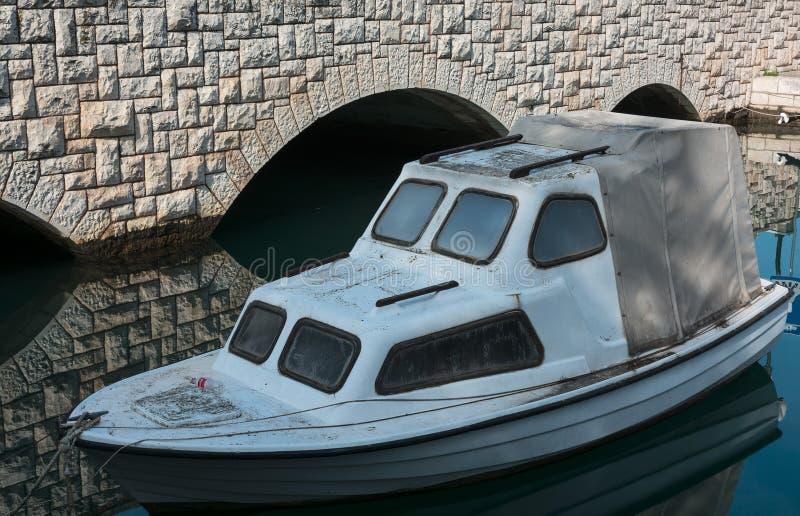 Motorboat σε Trogir στοκ εικόνα με δικαίωμα ελεύθερης χρήσης