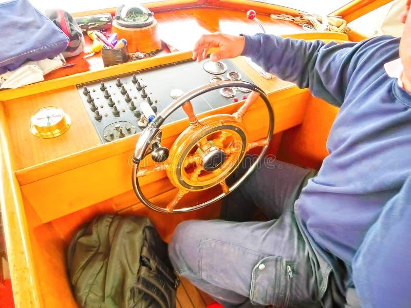 motorboat bootfahrt Schnelles Motorboot lizenzfreie stockbilder
