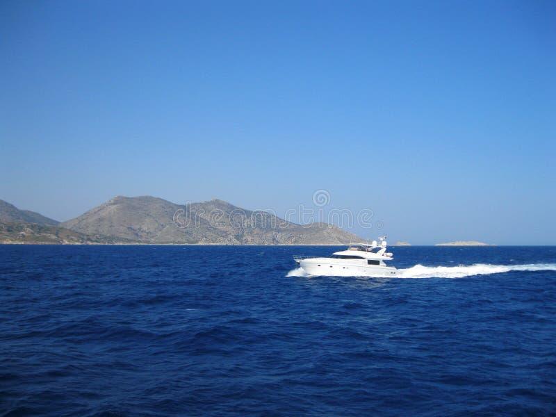 motorboat Griechenland an einem sonnigen Tag Griechenland lizenzfreies stockbild