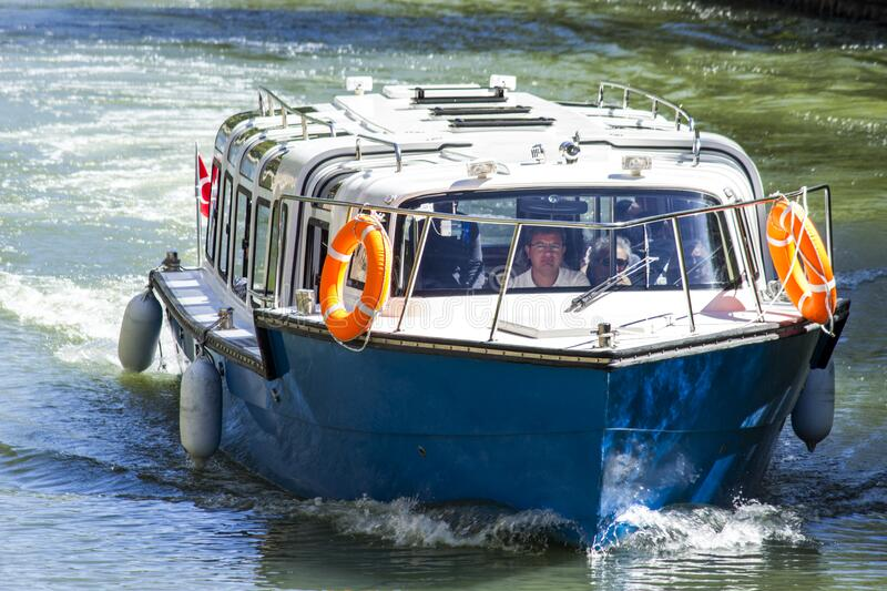 Motorboat On Water Surface Free Public Domain Cc0 Image