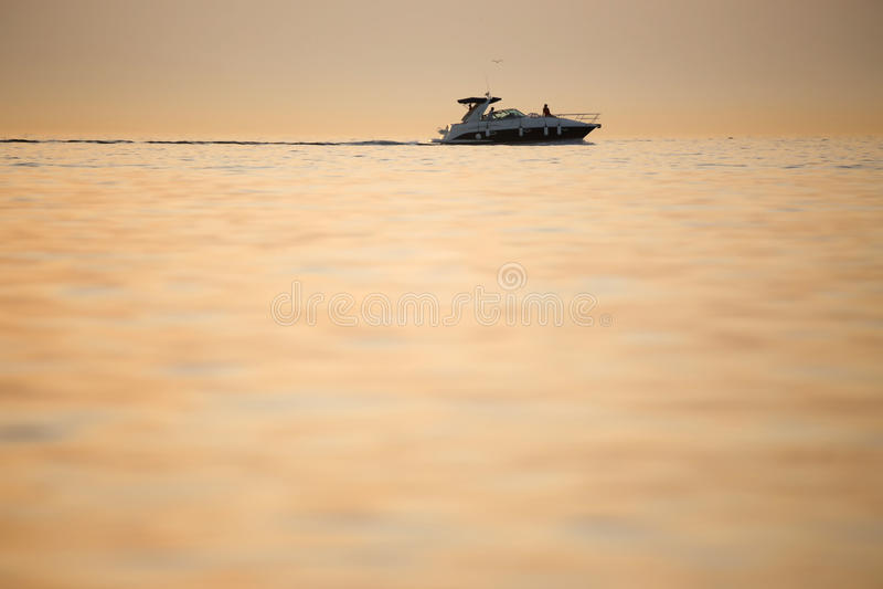 Motorboot in Adriatische overzees royalty-vrije stock foto's