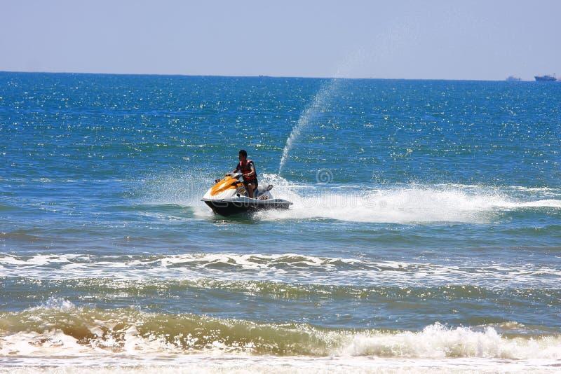 Motorboot auf Meer lizenzfreie stockfotos
