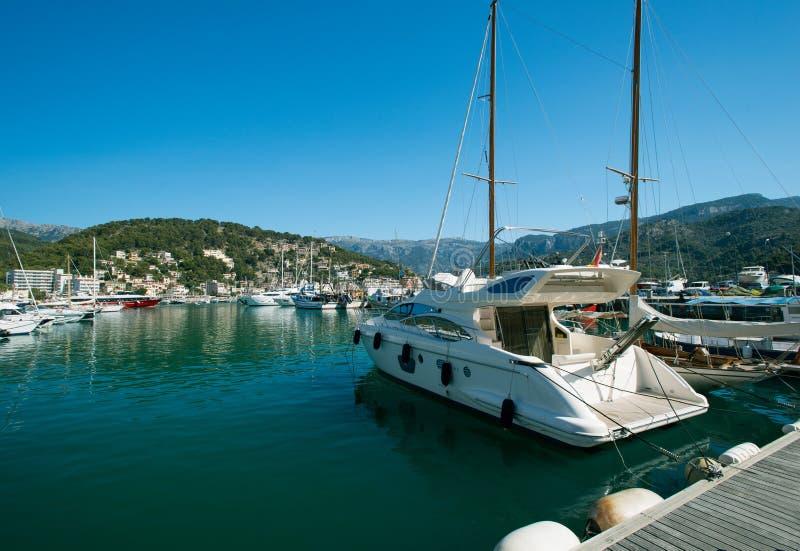 Motorboot bij jachthaven Majorca de Balearen Spanje stock foto