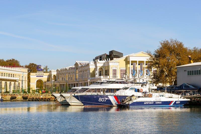 Motorboot in de zeehaven van Sotchi, Rusland royalty-vrije stock fotografie