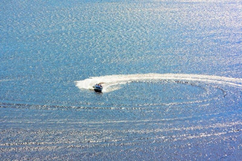 motorboot, foto van een hoogte royalty-vrije stock afbeeldingen