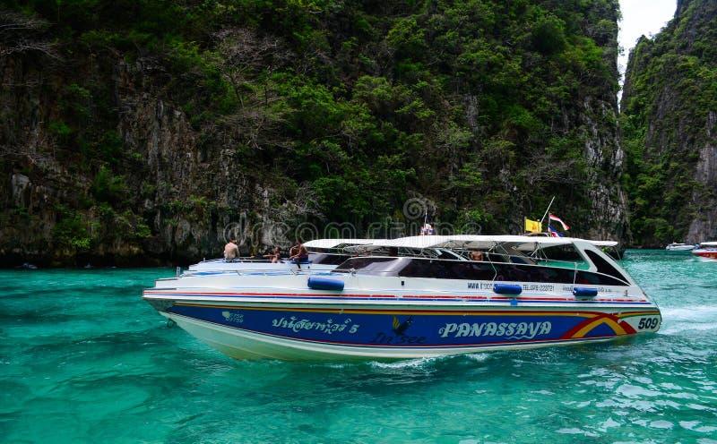 Motorboot op het overzees in Phuket, Thailand stock afbeelding