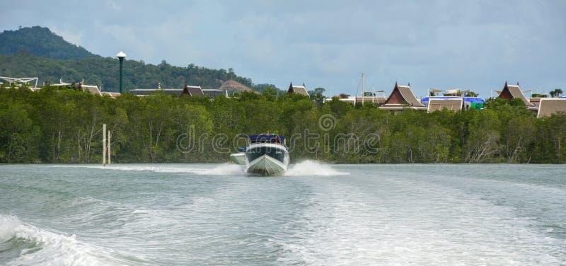Motorboot op het overzees in Phuket, Thailand royalty-vrije stock foto