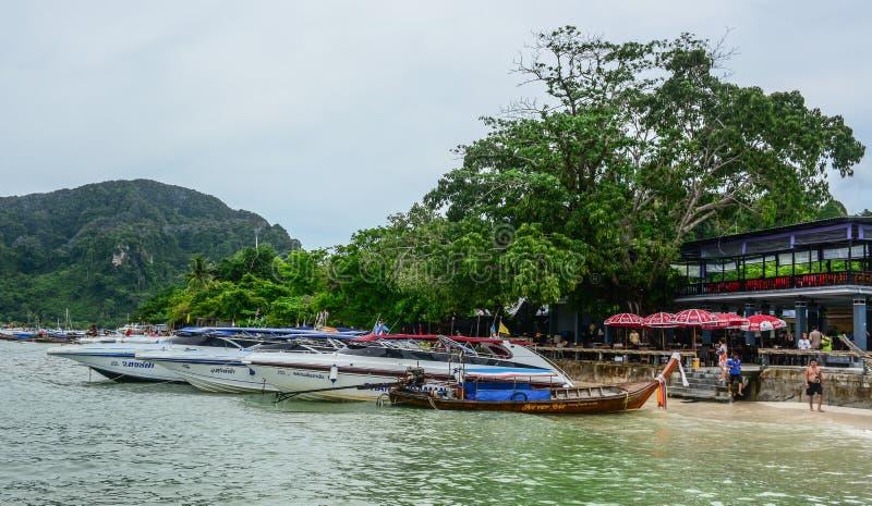 Motorboot op het overzees in Phuket, Thailand stock fotografie